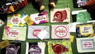 """Bildtext: """"Barnkläder och utmanande brodyr är några av Emma Javanainens specialiteter. Hon deltog för första gången i marknaden och tyckte det var spännande"""""""